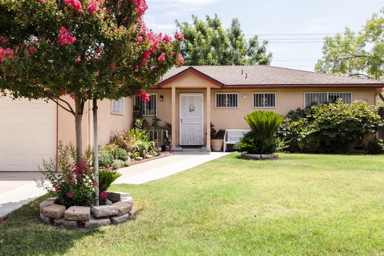 472 W Santa Ana Ave, Clovis, CA 93612